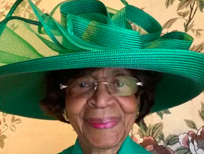 This woman, 82, dresses to the nines each Sunday for virtual church. Her selfies have become legendary.